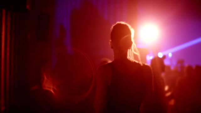 vídeos y material grabado en eventos de stock de divertirse en club nocturno - miembro parte del cuerpo