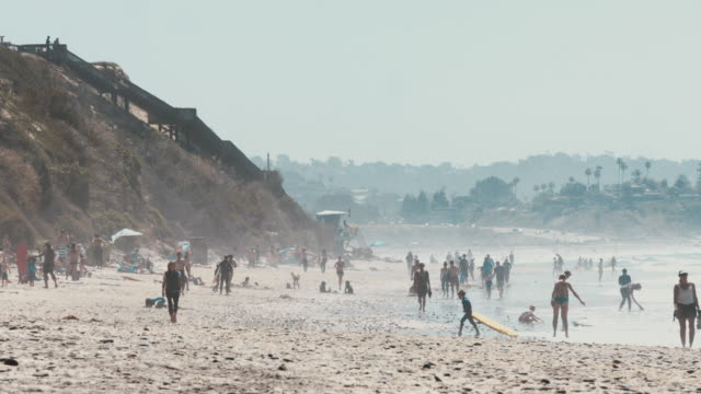 vidéos et rushes de fun day at the beach - san diego