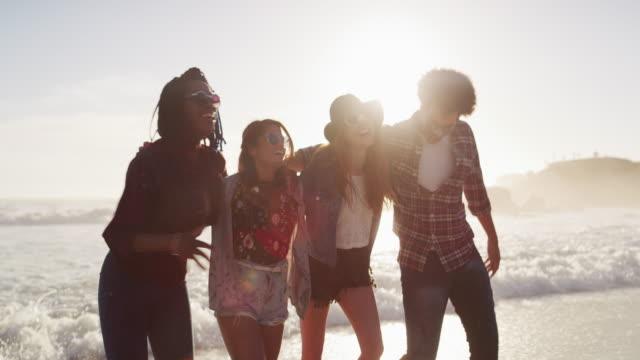 楽しい夏の太陽の下で - 撮影点の映像素材/bロール