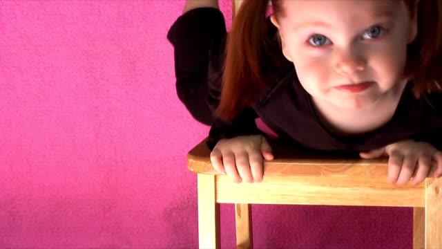 spaß auf einem stuhl (hd ntsc - haarzopf stock-videos und b-roll-filmmaterial