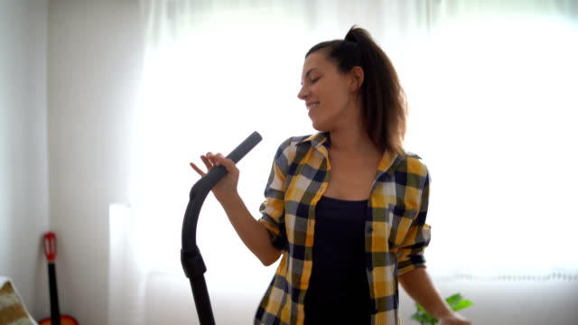 spaß mit den aufgaben - singen stock-videos und b-roll-filmmaterial