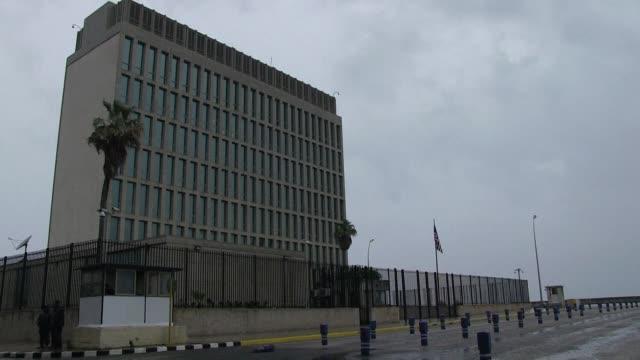 vídeos y material grabado en eventos de stock de 16 funcionarios de la embajada estadounidense en cuba resultaron afectados tras extranos ataques acusticos segun informo el jueves el gobierno de... - ee.uu