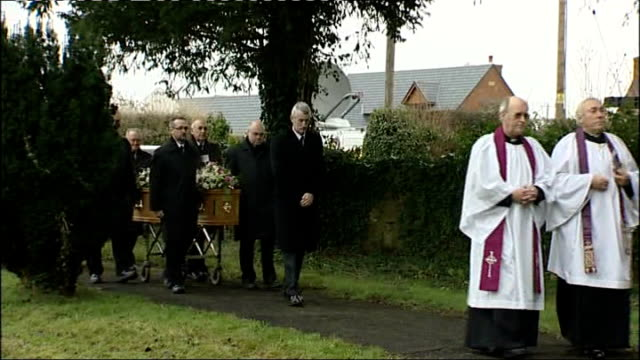 vídeos de stock e filmes b-roll de funeral held for members of foster family killed in arson attack on home; england: shropshire: ext funeral for jillian foster and daughter kirstie... - acolhimento familiar