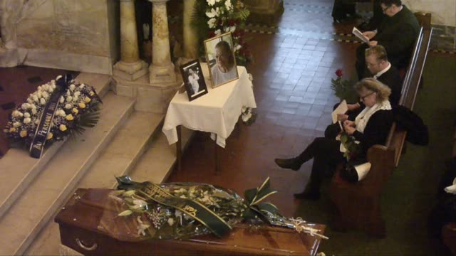 funeral in rome of swedish actress anita ekberg known for one of cinema's most sensual performances in federico fellini's 1960 film la dolce vita who... - federico fellini stock videos & royalty-free footage
