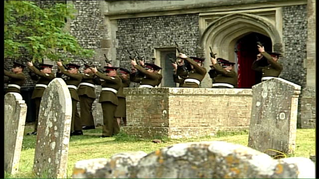 vídeos de stock e filmes b-roll de funeral of army medic killed in iraq; hampshire: bishop's waltham: troops firing gun salute outside church at funeral of pte eleanor dlugosz... - hampshire
