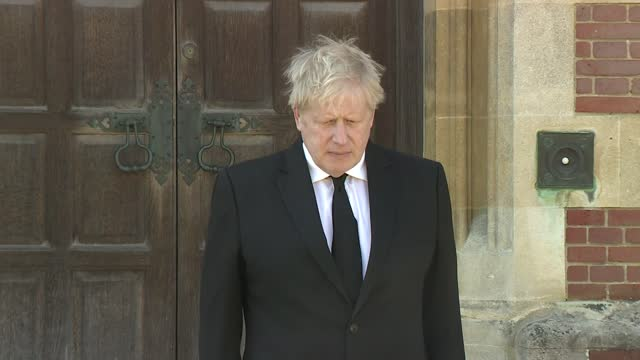 funeral of prince philip, duke of edinburgh: boris johnson observes minute's silence at chequers; england: buckinghamshire: chequers: ext boris... - politics stock-videos und b-roll-filmmaterial