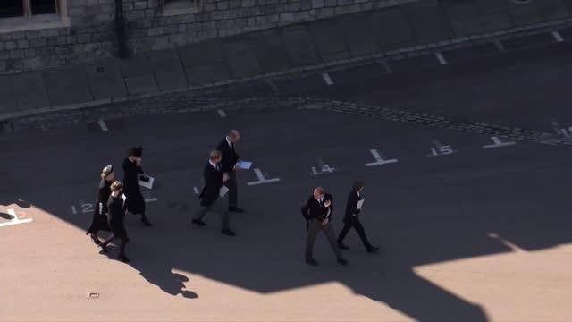 stockvideo's en b-roll-footage met funeral of prince philip, duke of edinburgh: main events; england: berkshire: windsor: windsor castle: ext queen elizabeth ii and david conner... - itv