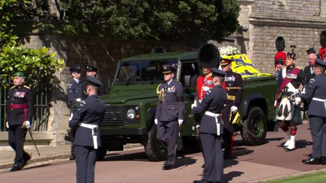 funeral of prince philip,duke of edinburgh: international cleanfeed: 14.00 - 15.00; england: berkshire: windsor: windsor castle: ext marching band... - coffin stock videos & royalty-free footage
