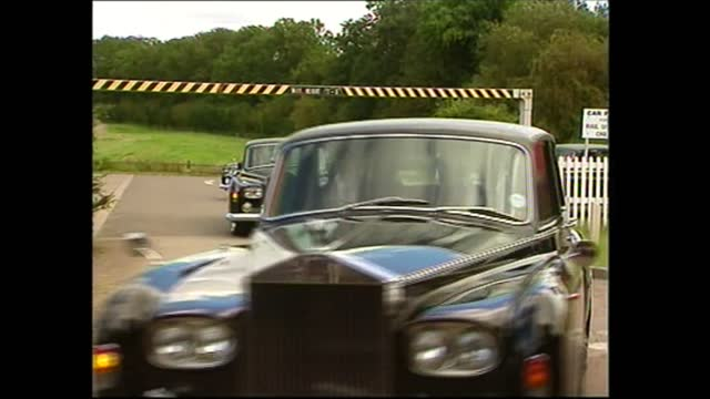 funeral of princess diana: royal family arrives at long buckby station; england: northamptonshire: long buckby station: ext gvs people waiting /... - group of people stock videos & royalty-free footage
