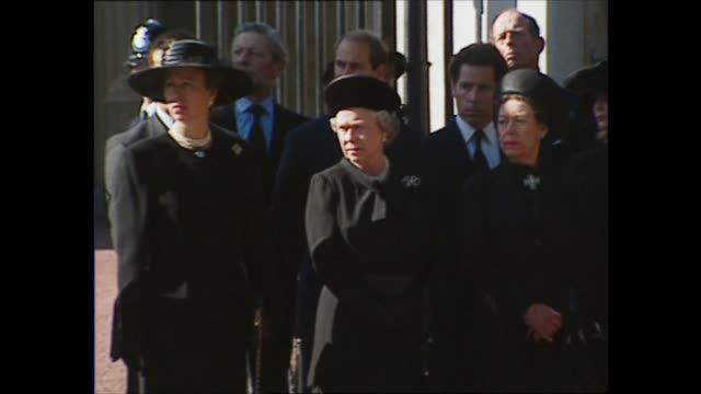 funeral of princess diana: royal family at buckingham palace gates; england: london: buckingham palace: ext members of the royal family standing... - princess stock videos & royalty-free footage