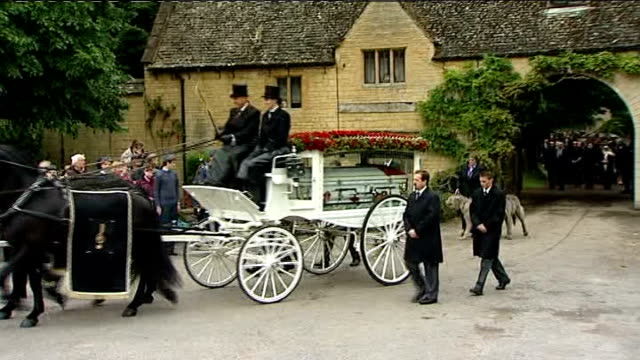 Oxfordshire Thame EXT Funeral carriage of Bee Gee Robin Gibb pulled by four black horses leaves his home to bagpipe music SOT Dwina Gibb and Barry...