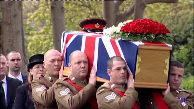 funeral of sgt nigel coupe in lancashire; england: lancashire: lytham st annes: ext military pallbearers carrying flag draped coffin of sgt nigel... - リザムセントアンズ点の映像素材/bロール