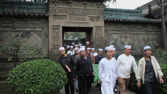 ws funeral of the muslims in mosque/xian,shaanxi,china - begräbnis stock-videos und b-roll-filmmaterial