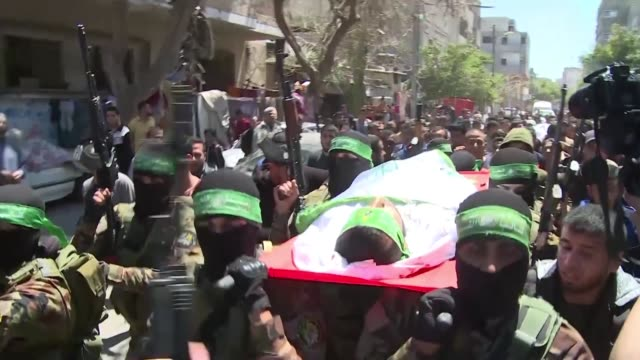 funeral of two hamas militants killed yesterday by israeli fire take place in nuseirat in the gaza strip - militante gruppe stock-videos und b-roll-filmmaterial