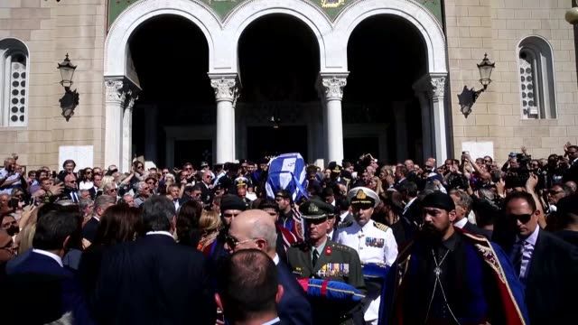 vidéos et rushes de a funeral service is held for former greek prime minister constantine mitsotakis at metropolitan cathedral in athens greece on may 31 2017 former... - athens greece