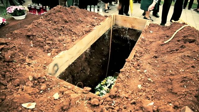 stockvideo's en b-roll-footage met hd: funeral - doodskist