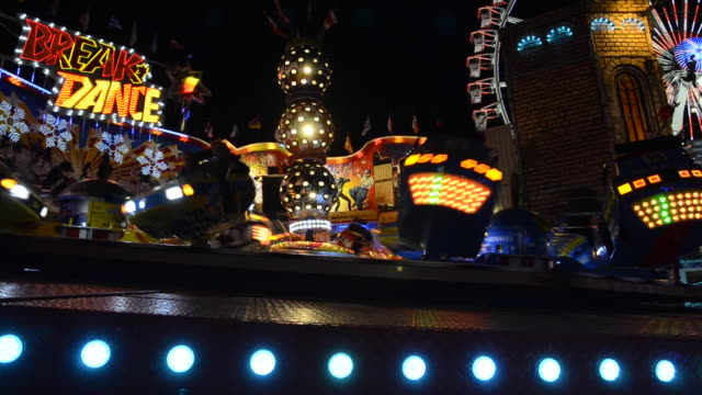vídeos de stock e filmes b-roll de funfair carnival ride at christmas market berlin - equipamento de parque infantil