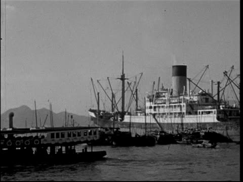 hong kong, 1950, funicular, boats in harbour, chinese junks, east asiatic company ltd - kolonialstil stock-videos und b-roll-filmmaterial