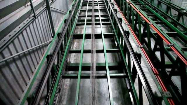 vídeos y material grabado en eventos de stock de ferrocarril funicular transportadora transporte en montaña de doi suthep para viajero ir al templo wat phrathat doi suthep en chiang mai, tailandia. - mina