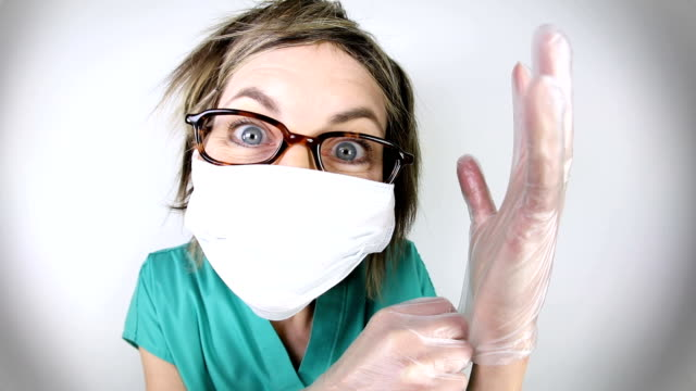 vídeos de stock e filmes b-roll de funny fisheye nurse putting gloves on - surgeon