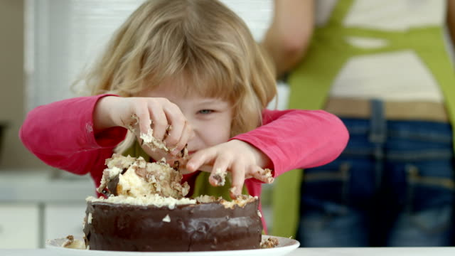 stockvideo's en b-roll-footage met hd: funny little girl devouring a cake - zoet voedsel
