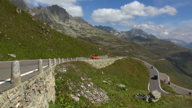 furka pass road, canton of uri, switzerland - オープンカー点の映像素材/bロール
