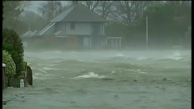 vídeos de stock, filmes e b-roll de further storms and flooding hit uk west sussex nr chichester bosham ext householders baling buckets of flood water from their back gardens fast... - fardo