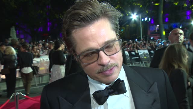 chyron 'fury' closing gala at odeon leicester square on october 19 2014 in london england - brad pitt attore video stock e b–roll