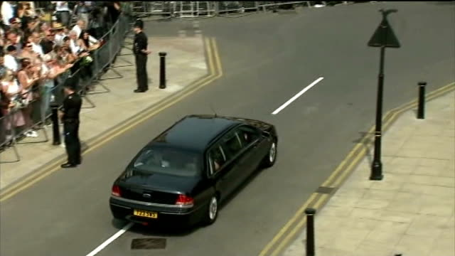 funeral held england greater manchester bury ext crowds of people lining street applauding as car carrying family of murdered soldier fusilier lee... - 殺人被害者点の映像素材/bロール