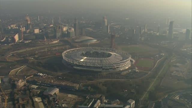 future of london stadium reviewed by city hall lib / london stratford london stadium and queen elizabeth olympic park - ロンドン オリンピックパーク点の映像素材/bロール