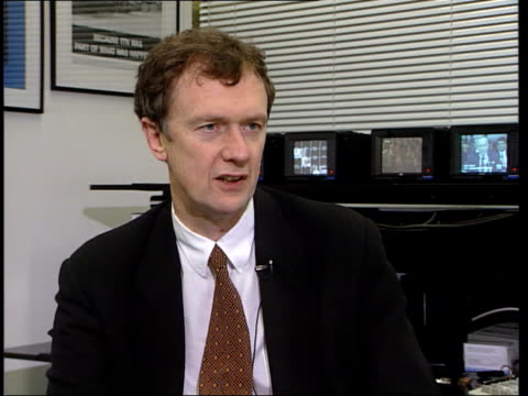 future of 'news at ten' itn stewart purvis interview sot talks of tradition of news at ten unknown people watching news at ten westminster martin... - itv news at ten stock-videos und b-roll-filmmaterial