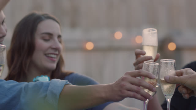 vidéos et rushes de future parents and grandparents toast champagne flutes at a gender reveal party - champagne