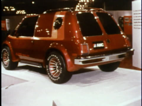 montage futuristic amc car prototypes at 1978 concept car show/ usa - konzeptauto stock-videos und b-roll-filmmaterial