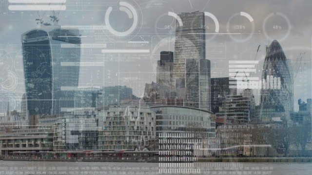 vídeos de stock e filmes b-roll de futuristic corporate business, financial infographic over skyline city of london - cidade inteligente
