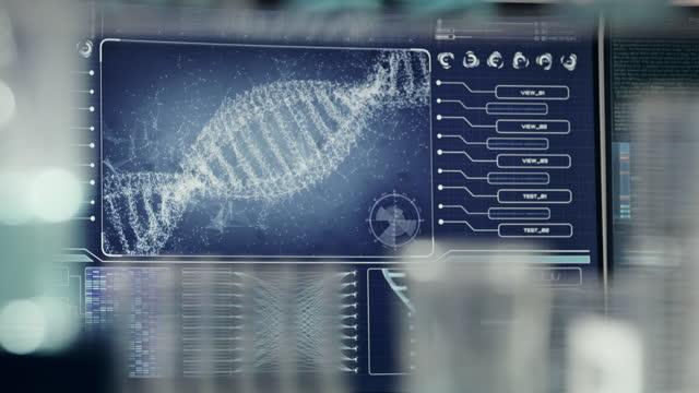vídeos de stock, filmes e b-roll de equipamento de laboratório futurista - pesquisa de dna. hélice de dna se transformando em partículas - homem e máquina