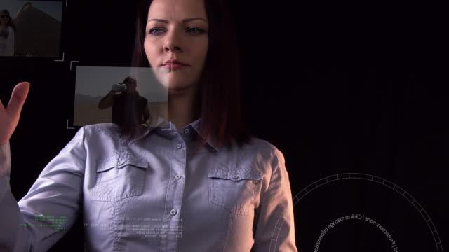 futuristische bildschirm - interaktivität stock-videos und b-roll-filmmaterial