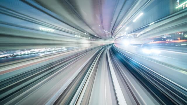 vídeos y material grabado en eventos de stock de semáforo futurista en el puente - letrero de neón
