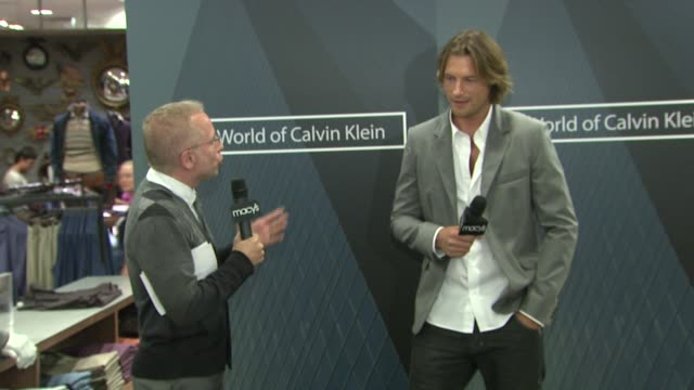 vídeos y material grabado en eventos de stock de gabriel aubry discusses how he got started in modeling his personal style being comfortable in front of the camera working as a chef models vs... - gabriel aubry