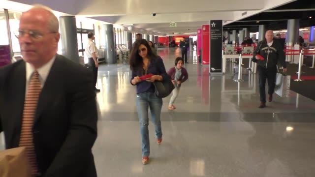 vídeos y material grabado en eventos de stock de gabriel aubry nahla aubry his new girlfriend departing at lax airport in los angeles in celebrity sightings in los angeles - gabriel aubry