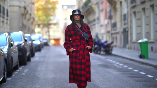 vídeos y material grabado en eventos de stock de gabriella berdugo wears a tartan checked red and black coat with ruffle details on the lapels, a beige wool turtleneck pullover, a black shiny vinyl... - abrigo