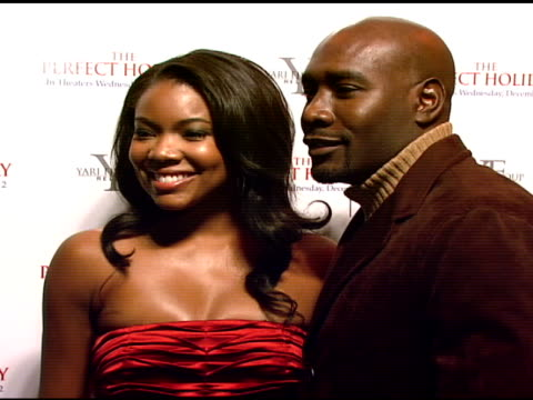 gabrielle union and morris chestnut at the stars come out to party and celebrate the perfect holiday at marquee in new york new york on december 10... - marquee nightclub manhattan stock-videos und b-roll-filmmaterial