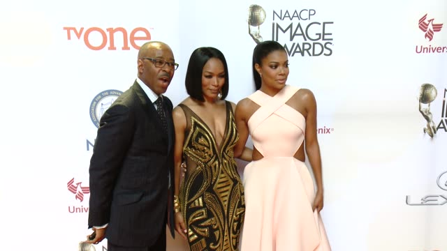 stockvideo's en b-roll-footage met gabrielle union, angela bassett, and courtney b. vance at the 46th annual naacp image awards - arrivals at pasadena civic auditorium on february 06,... - pasadena civic auditorium