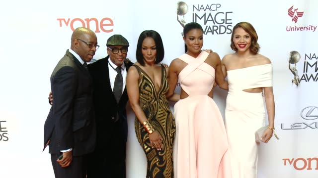 stockvideo's en b-roll-footage met gabrielle union carmen ejogo spike lee courtney b vance and angela bassett at the 46th annual naacp image awards arrivals at pasadena civic... - pasadena civic auditorium