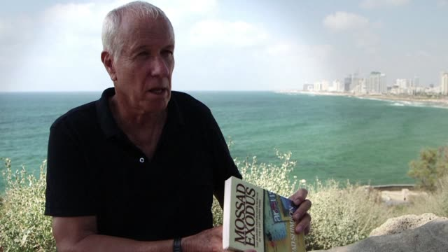 gad shimron a former mossad operative recounts the early 1980s when he took part in operation arous at a holiday resort in the sudanese desert on the... - rotes meer stock-videos und b-roll-filmmaterial