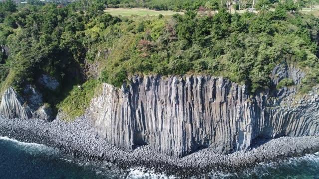 gaetkkak jusangjeolli cliff (gaetkkak columnar jointing) / seogwipo-si, jeju-do, south korea - clear sky stock videos & royalty-free footage