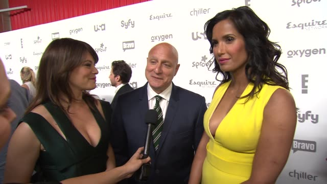 gail simmons, padma lakshmi and tom colicchio talk about top chef on bravo at nbcuniversal cable entertainment upfront 2015at the jacob k. javits... - パドマ ラクシュミ点の映像素材/bロール