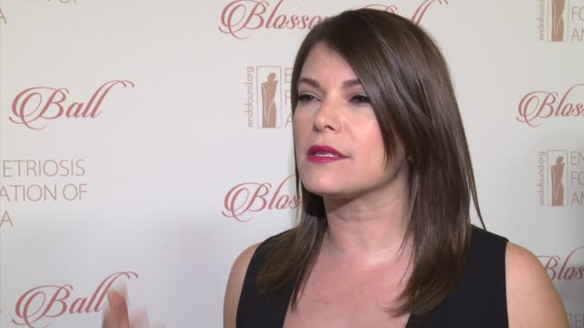 stockvideo's en b-roll-footage met interview gail simmons talks about her mother struggling with endometriosis at 8th annual blossom ball to benefit the endometriosis foundation of... - chelsea piers