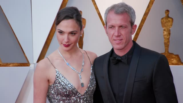 gal gadot and yaron varsano at the 90th academy awards arrivals 4k footage at dolby theatre on march 04 2018 in hollywood california - 90th annual academy awards stock videos & royalty-free footage