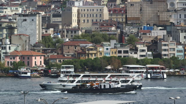 galata bridge & boats again - wiese stock videos & royalty-free footage