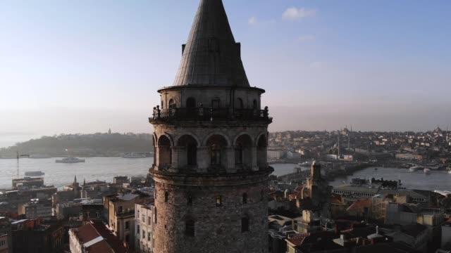 galata istanbul drohne - 360 grad panorama stock-videos und b-roll-filmmaterial